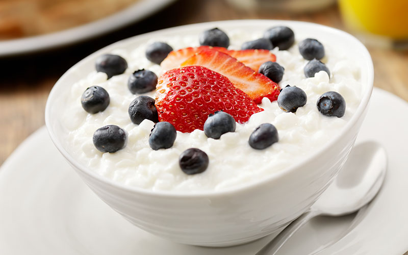Cottage Cheese And Fruit High Protein Breakfast